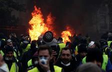 Macron congela seis meses la subida de los impuestos a los carburantes por las protestas