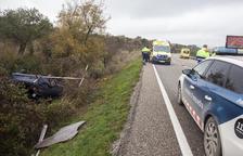 Herido leve un conductor en un espectacular accidente en Ciutadilla