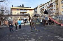 La Seu d'Urgell renova la zona infantil de la plaça de les Moreres de la capital