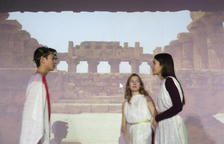 Alumnes de l'Hug Roger III de Sort posen en escena 'Lisístrata'