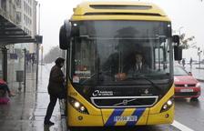 Pugen un 2,5% els usuaris del bus i dos de cada cinc viatgen gratis