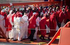 Vuit països es repartiran els gairebé 50 migrants que eren en 'mar de ningú'