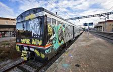 Denunciats dos grafiters per pintar el tren a Cervera