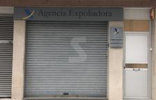 Un letrero crítico con Hacienda en Tàrrega