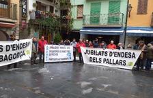 Más de cien jubilados de Endesa protestan en El Pont de Suert