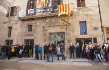 Concentración delante del ayuntamiento de Tàrrega contra el juicio