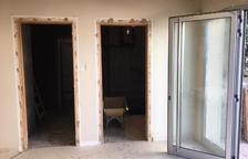 Miralcamp instal·la un ascensor per facilitar l'accés al Casal Cultural