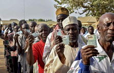 Nigèria reprèn les eleccions ajornades set dies tot i la violència