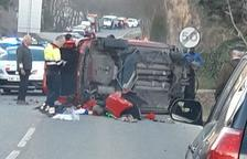 Dos heridos al perder el control de su vehículo y volcar en Tremp