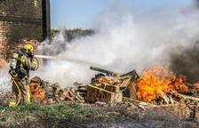 Arde un almacén en Sant Joan de Déu de Almacelles